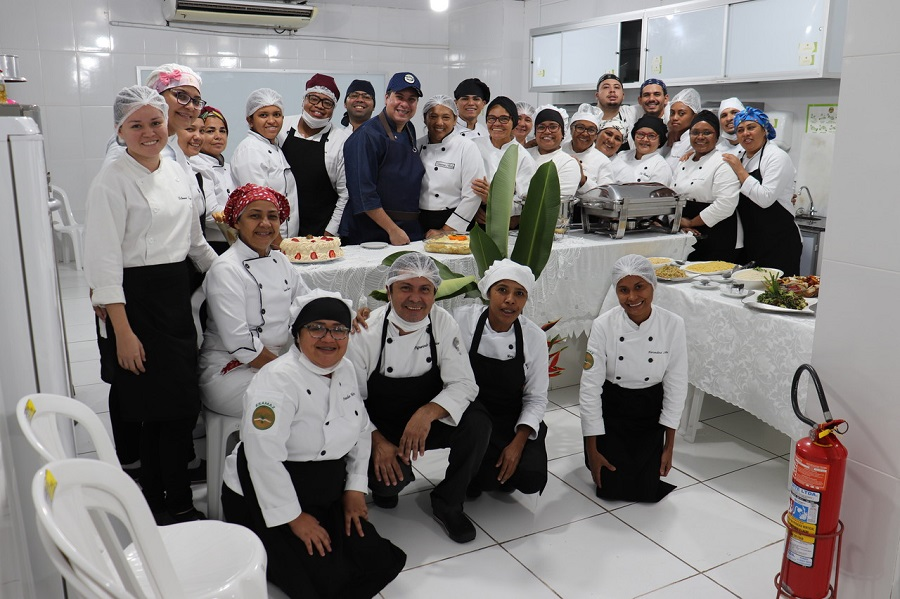 Mesa de Buffet encerra a disciplina Eventos Gastronômicos do curso de Gastronomia da Esamaztec