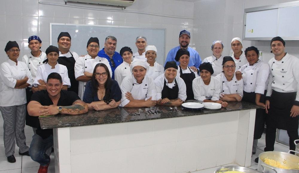 Alunos do curso de Técnico de Gastronomia da Esamaztec criam cardápio especial durante prova prática avaliada por quatro Chefs de Cozinha